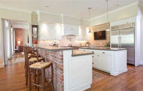 Kitchen Peninsula With Column Local S Stunning Home In Richmond Is Country Strong