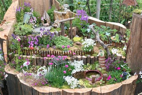Cute Figurines by 10 Amazing Tree Stump Ideas For The Garden Balcony