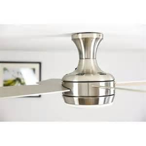 ventilateur de plafond moderne avec point lumineux et