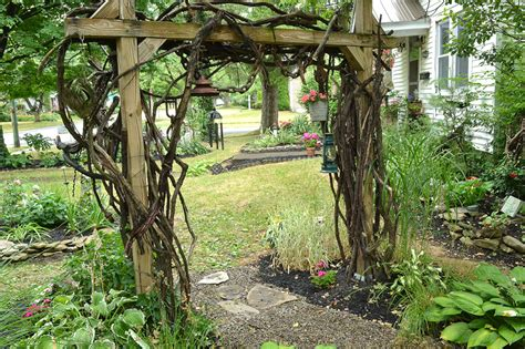 Garden Vine Trellis Shady For Grass Hamburg Yard Is Filled With Gardens