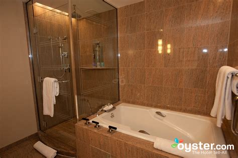 Hotel Rooms With Bathtubs by Best Hotel Bathrooms In Boston Mandarin Boston Oyster