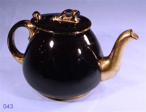 Black and Gold Vintage Teapot made in England: Collectable China