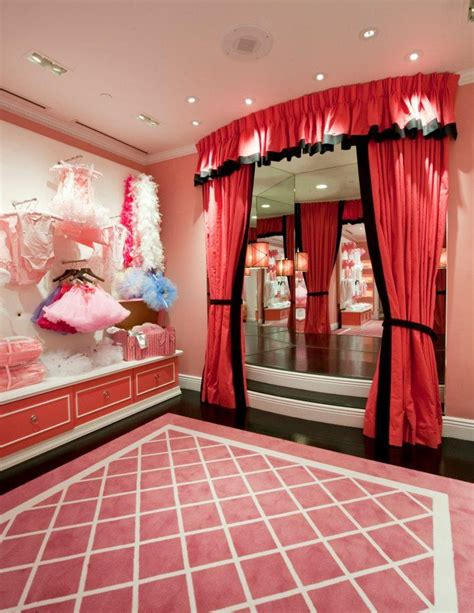 Pink Closet Minneapolis by 5 Great Hotel Gift Shops In Nyc 171 Cbs New York
