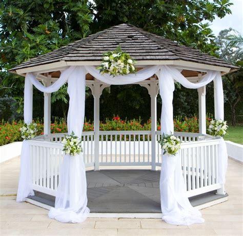 Pergola Wedding Decor by Emerald Glow Wedding Gazebo Set Up Where Chrissy And Ben