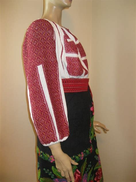 Mukenah Tulip 4warna Fit Xl antique embroidered traditional costume