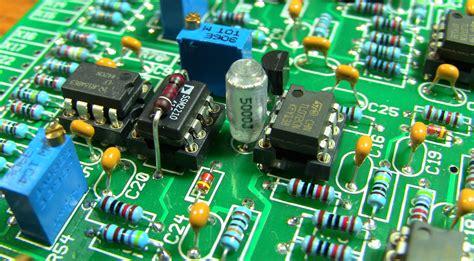 resistor wallpaper hazards in combinational logic