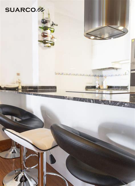 Encimeras Cocinas Blancas #6: Cocinas-suarco-moderna-blanca-negra-isla-minimalista-04.jpg
