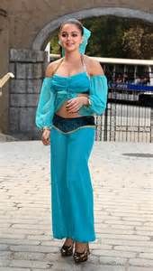 Ariel winter in a princess jasmine costume costumeprize com