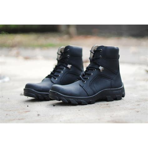 Sepatu Safety Shoes sepatu safety boots ironfosil leather 6 model elevenia
