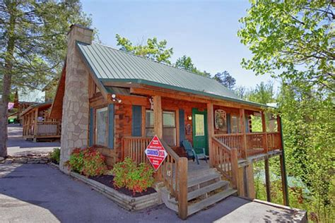 gatlinburg cabin rental foxfire 1 bedroom cabin rental in pigeon forge cabins
