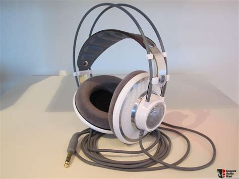Headphone Akg K701 akg k701 headphones white photo 872480 canuck audio mart