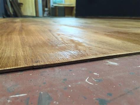 pavimento di legno rivestire il pavimento con lamelle ultrasottili di legno