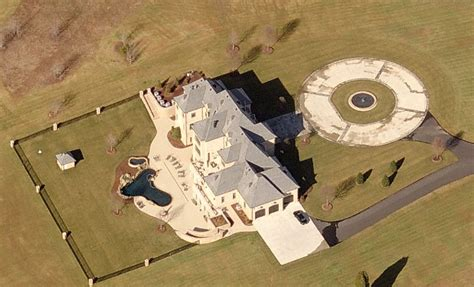 kevin harvick house kevin harvick house kevin harvick s cmt crib homes of the rich