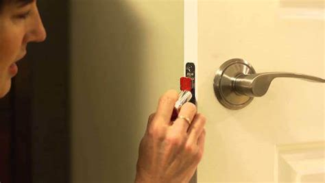 Door Knob Wont Lock by How To Fix A Door That Won T Latch Homejelly