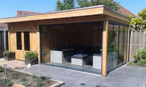 tuinhuis wit met grijze deuren projecten snijders bouw markelo
