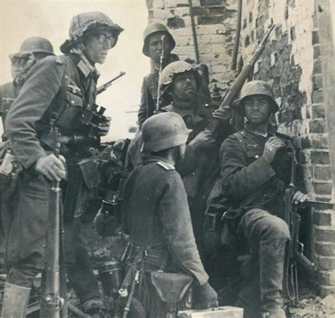 ww2 german soldiers fighting german forces stalingrad