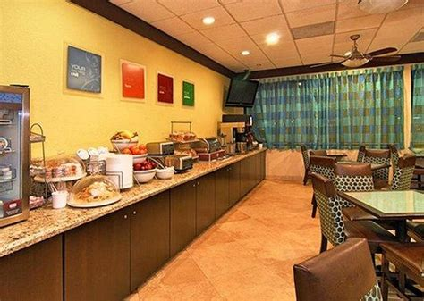 comfort suites breakfast 301 moved permanently