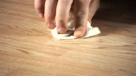 How to Remove Scratches & Scrapes on Laminate Flooring
