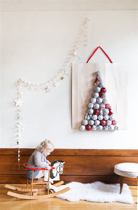 beautiful diy wall ornament christmas tree shelterness