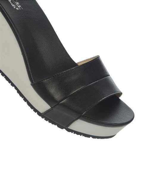 dr scholls wedge sandals dr scholls warner wedge sandals in black lyst