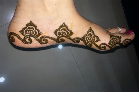 easy floral designs how to make easy simple floral mehndi design for leg