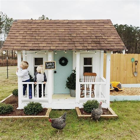 best playhouse best 25 playhouse outdoor ideas on