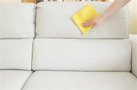 pulizia divani in pelle come pulire il divano in pelle unadonna