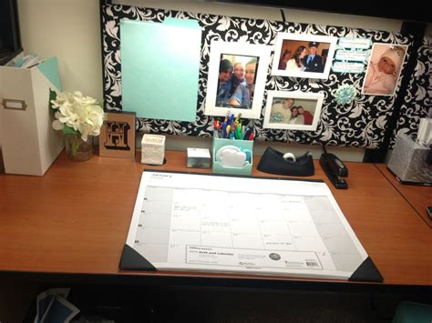 cubicle desk decor 1000 ideas about cubicle makeover on pinterest cubicles