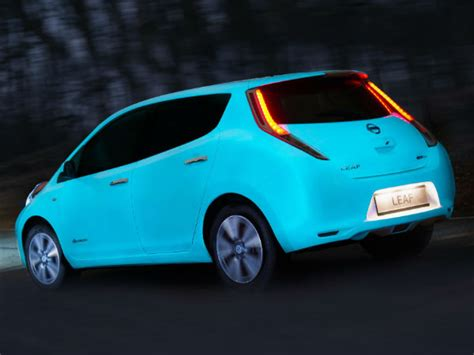 nissan adopts glow in the paint for its leaf ev