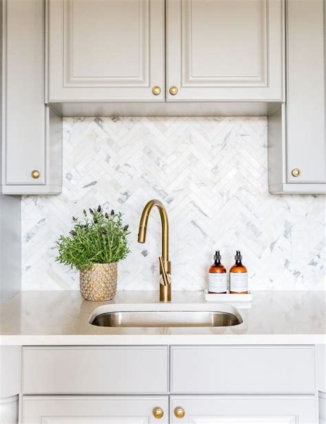 herringbone marble backsplash 25 best ideas about herringbone backsplash on