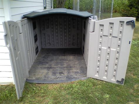 rubbermaid dog house rubbermaid deck box converted to chicken house help suggestions