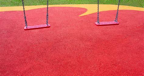 pavimenti per parco giochi mattonelle e pavimentazione antitrauma prezzi e consigli