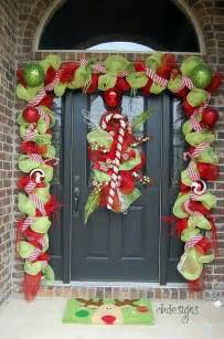 Christmas Kitchen Decorating Ideas 38 stunning christmas front door d 233 cor ideas digsdigs