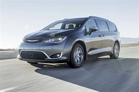 motor trend car of the year chrysler pacifica 2017 motor trend car of the year