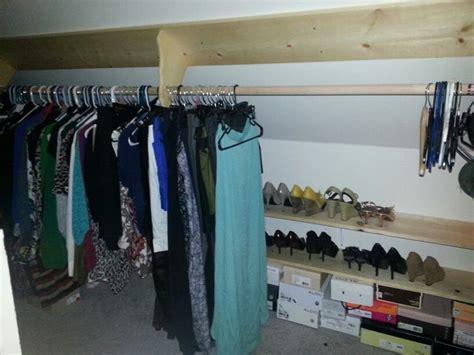 slanted ceiling closet m 225 s de 1000 ideas sobre slanted ceiling closet en