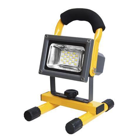 led reflektorle prenosivi led reflektor sa akumulatorom 7 3w elementa d o o