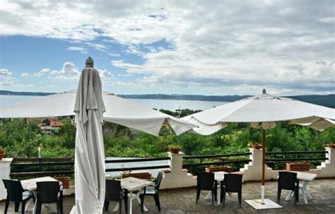 ristorante le terrazze sul lago trevignano vista lago di bracciano da le terrazze sul lago foto