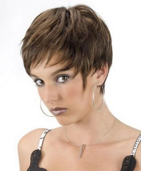 coupes cheveux courts modele de coupe de cheveux court pour femme
