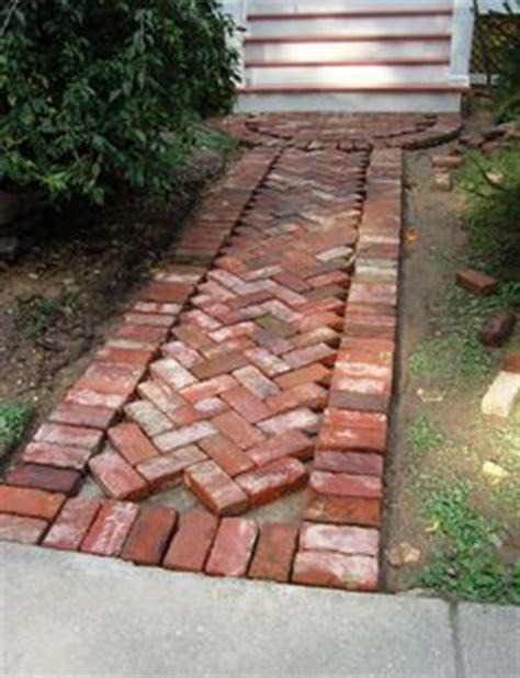 red tile walking tour tile design ideas 25 melhores ideias de cal 231 ada de tijolo no pinterest