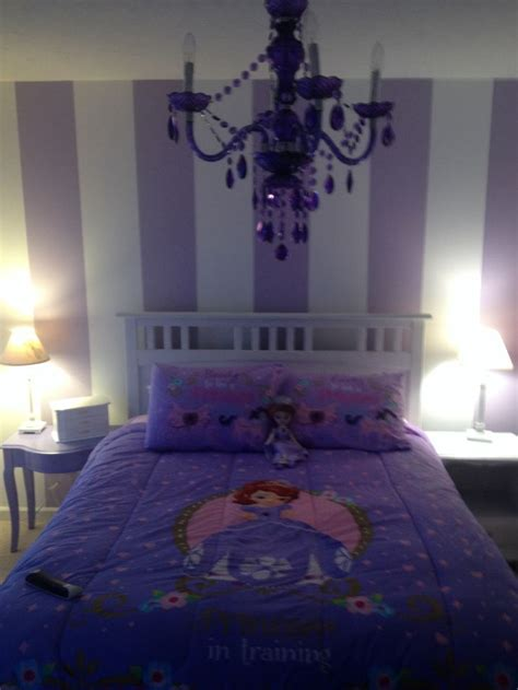 Princess Sofia Bedroom Decor by Best 25 Purple Striped Walls Ideas On Baby
