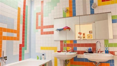 Aplikasi Warna Pada Interior desain warna warni kamar mandi untuk bangkitkan mood positif tribunnews