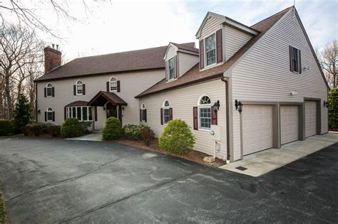 colonial homes for sale in smithfield ri
