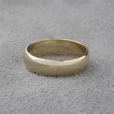 pre owned 14 karat yellow gold wedding band