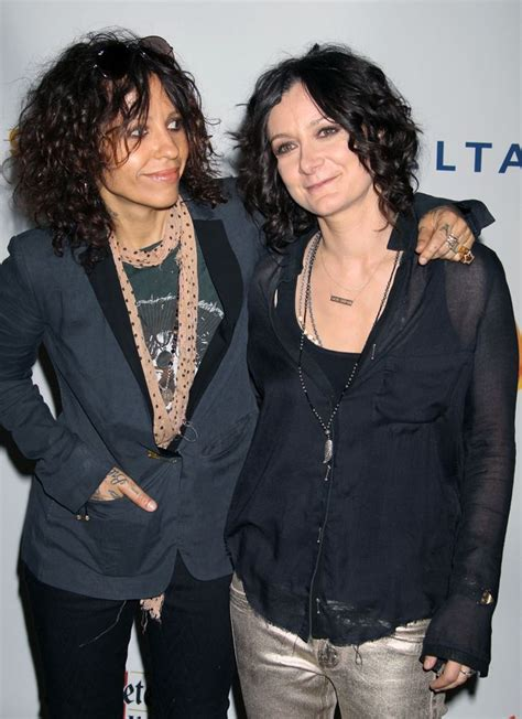 linda perry on the talk sara gilbert sara gilbert is engaged to linda perry