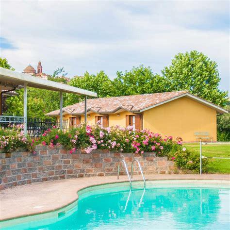 albergo con piscina in hotel con piscina lago trasimeno albergo le macerine