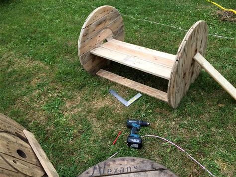 gardening bench with wheels diy pallet and spool wheel garden bench 101 pallets