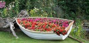 Old Metal Bathtubs 22 Landscaping Ideas To Reuse And Recycle Old Boats For