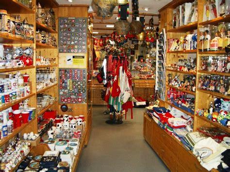 art design souvenirs teddys souvenir shop near grossm 252 nster zurich