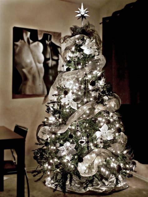 decoracion de ventanas navideñas con mallas ideas para decoracion de navidad blanco y negro 4 ideas