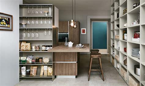 cucina dispensa la dispensa a vista nella libreria superorganizzata